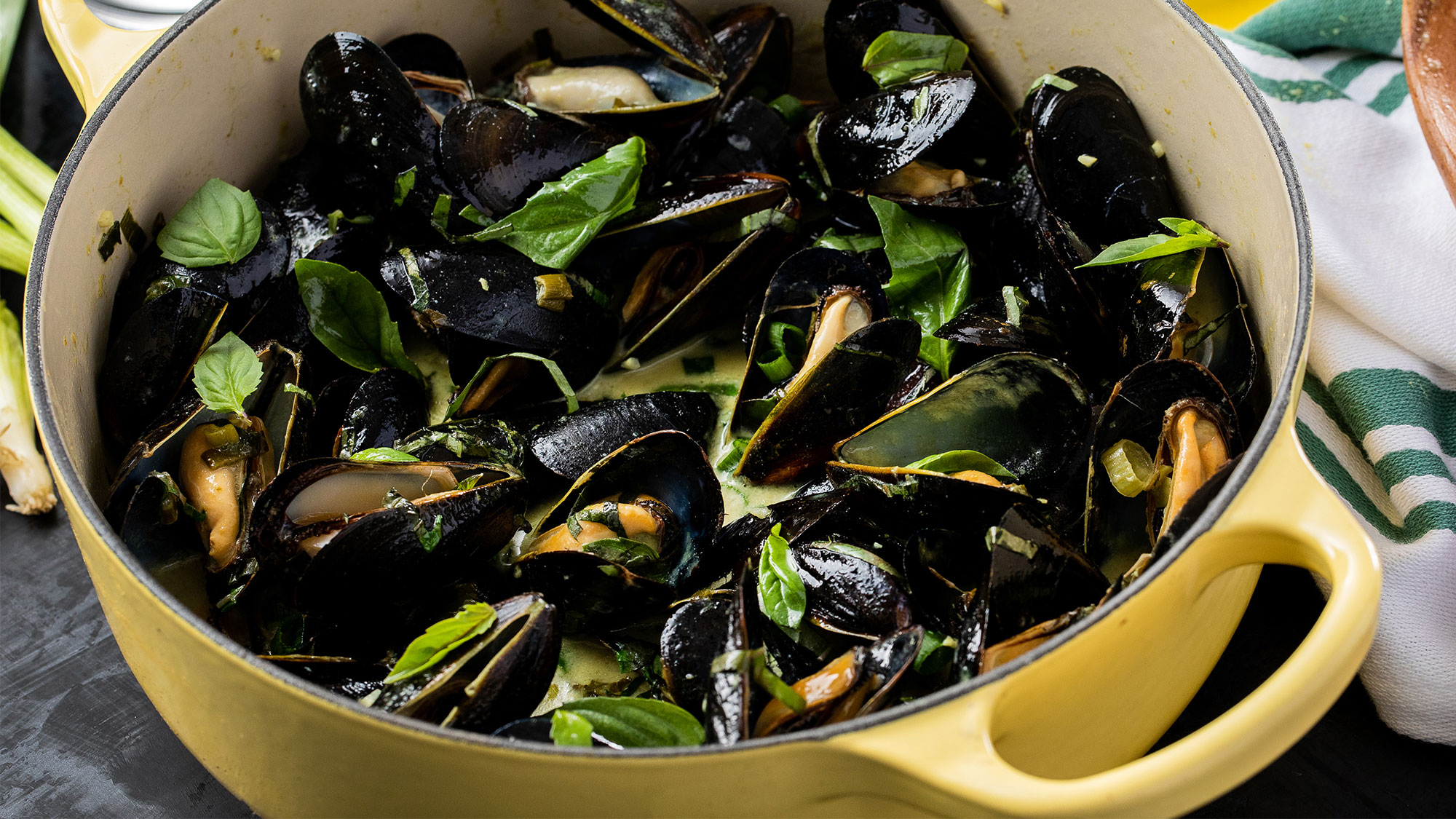 Thai Kitchen Green Curry Mussels