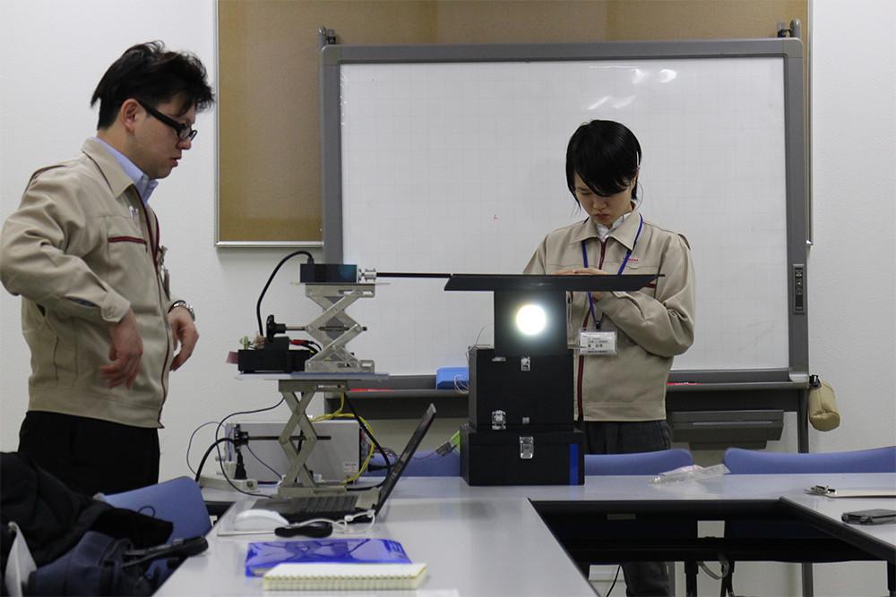 ボールが消失する輝度を精査するための室内実験