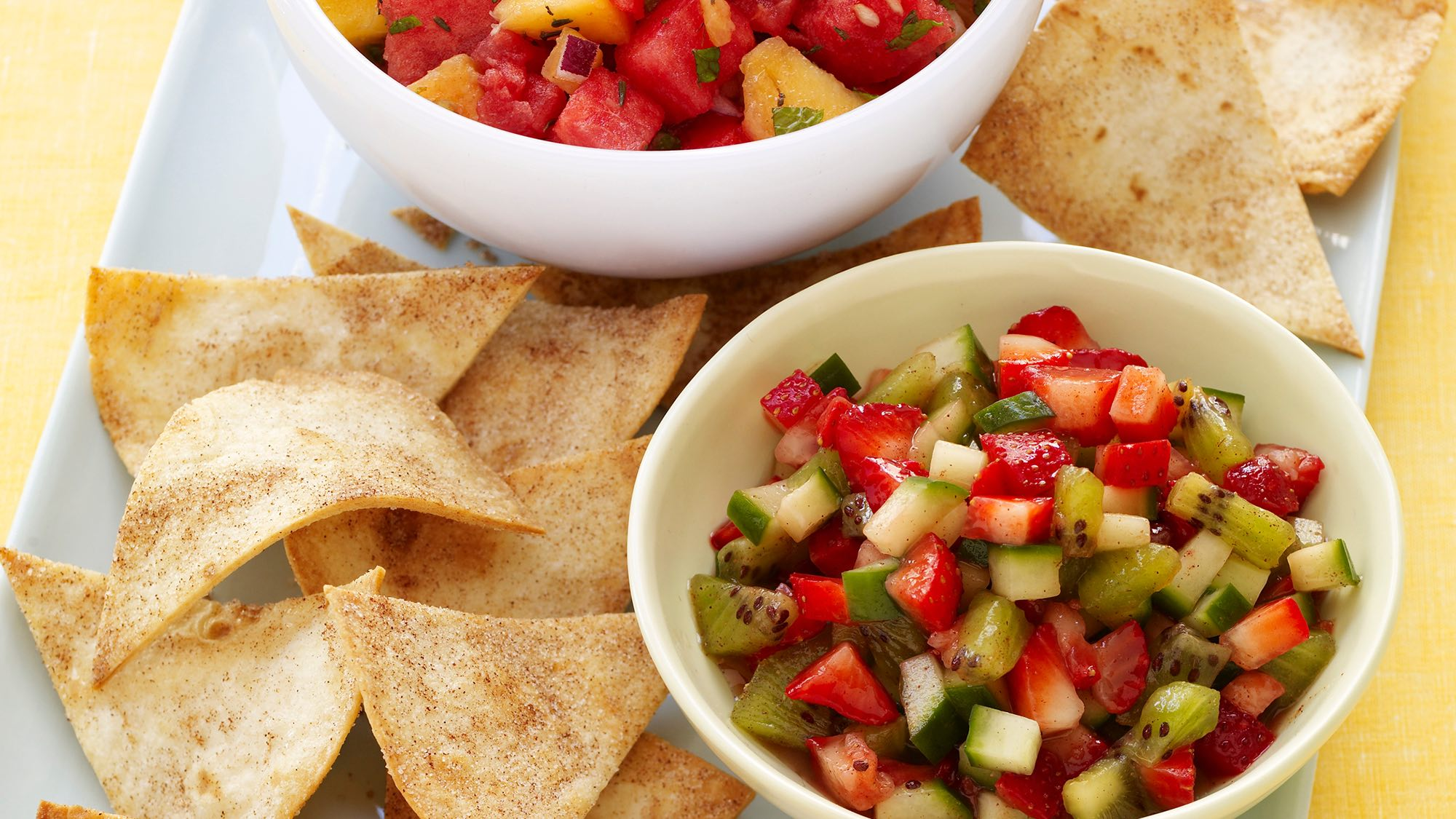 cool-strawberry-salsa-with-cinnamon-tortilla-chips.jpg