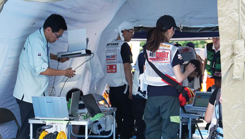 DMAT本部テントの機器類に電力を供給