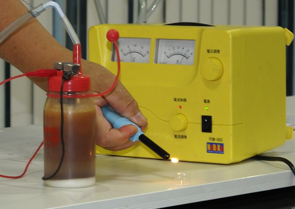 水の電気分解をするための装置