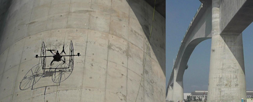 写真 : 壁を這い橋梁を点検するドローンの様子