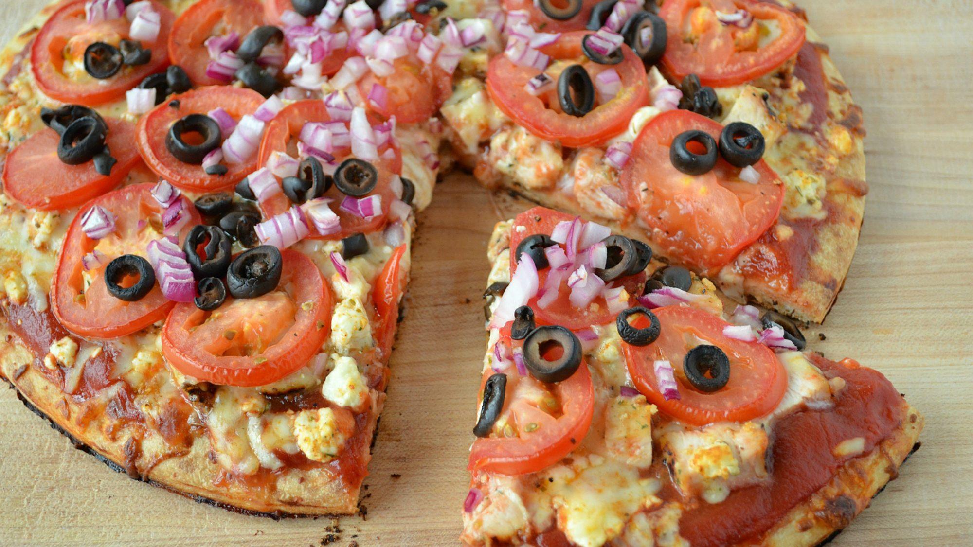 mediterranean-chicken-grilled-pizza-three-many-cooks.jpg