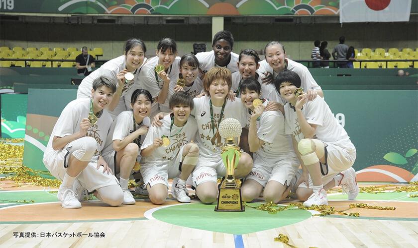 写真 : アジア杯4連覇時の日本代表集合写真