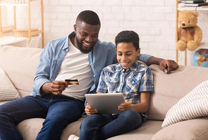 How parents can help their kids build good credit at any age
