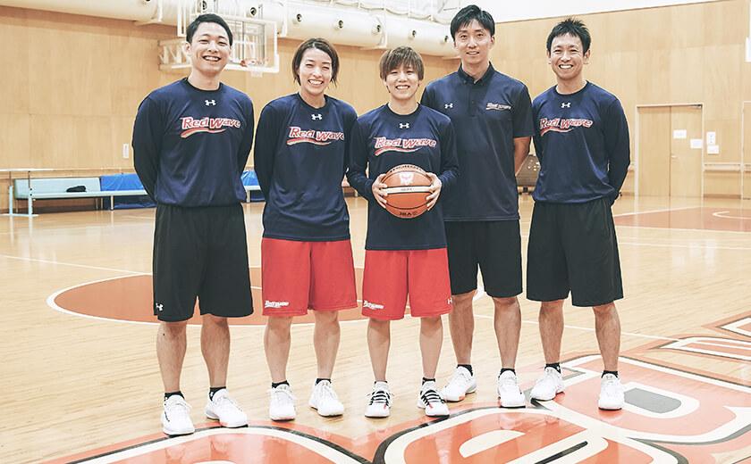 写真 : 篠崎・町田両選手を挟んで左から阿蘓宗之・宮永雄太・日下光