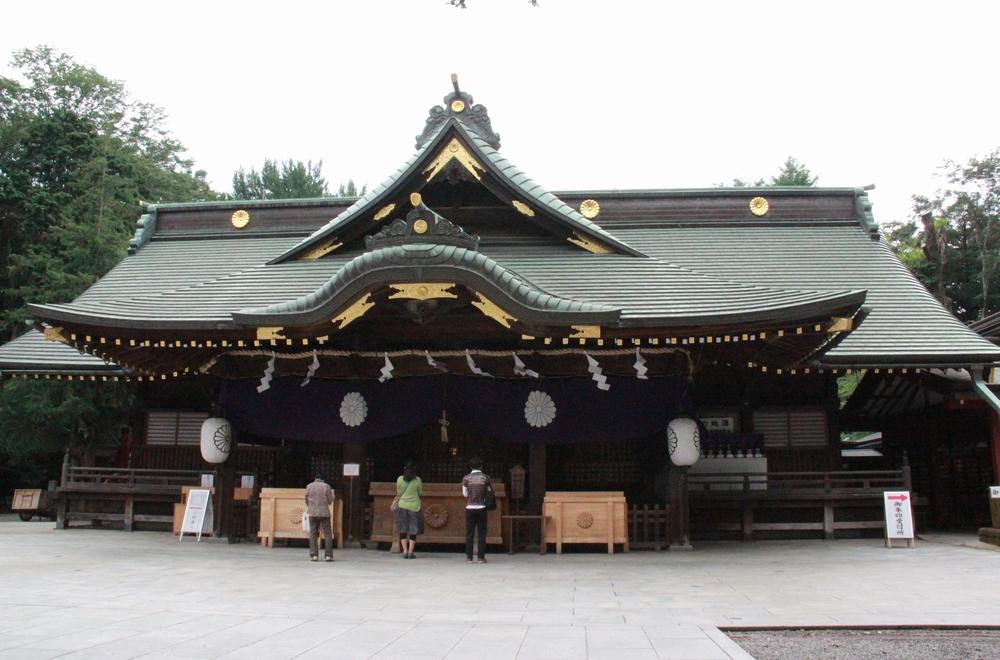 奈良時代の役所は現在の府中本町駅から大國魂(おおくにたま)神社付近にあったとされ、役人らの住居跡などが神社の東隣から見つかっている