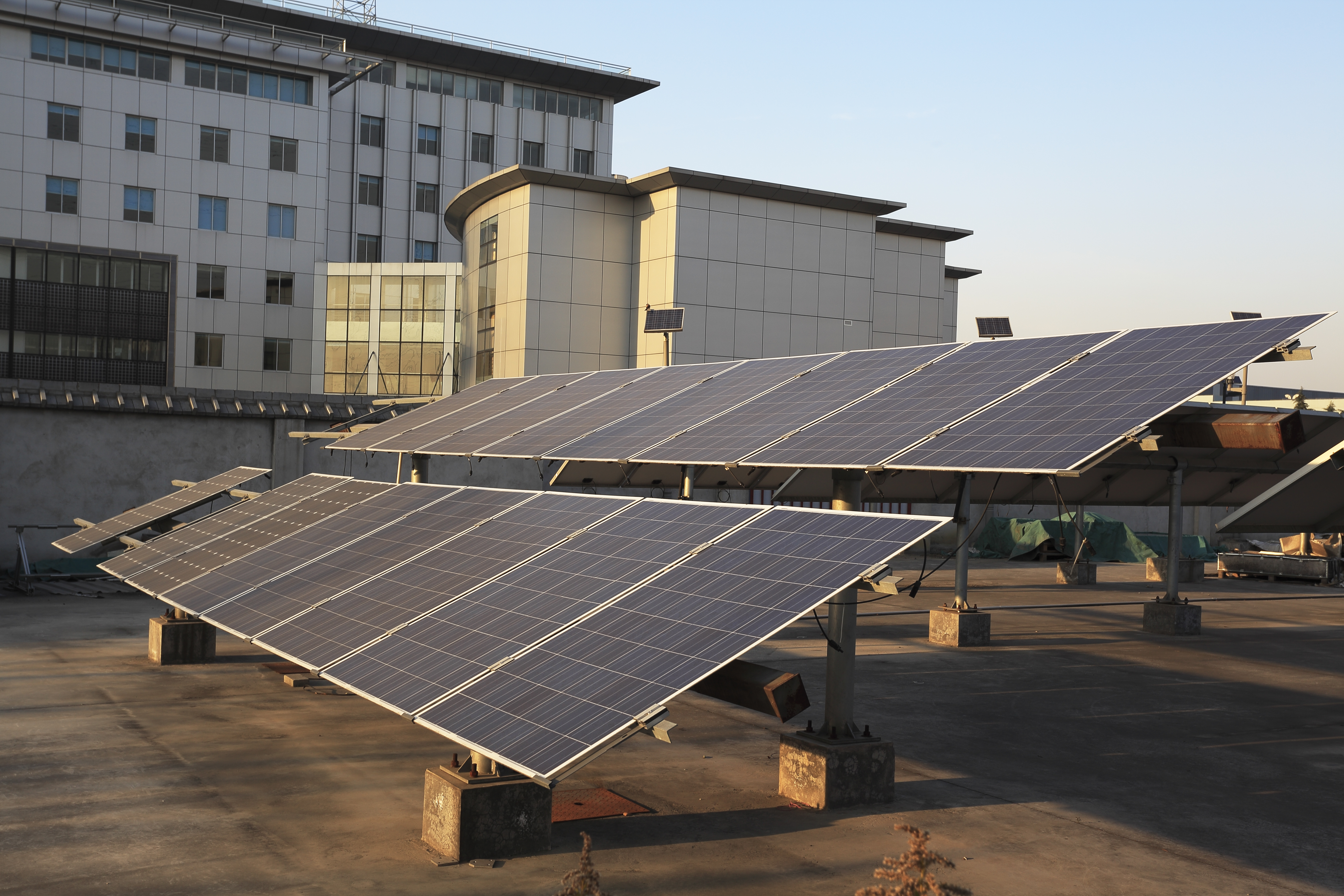 Use of solar power plants on the roof buildings