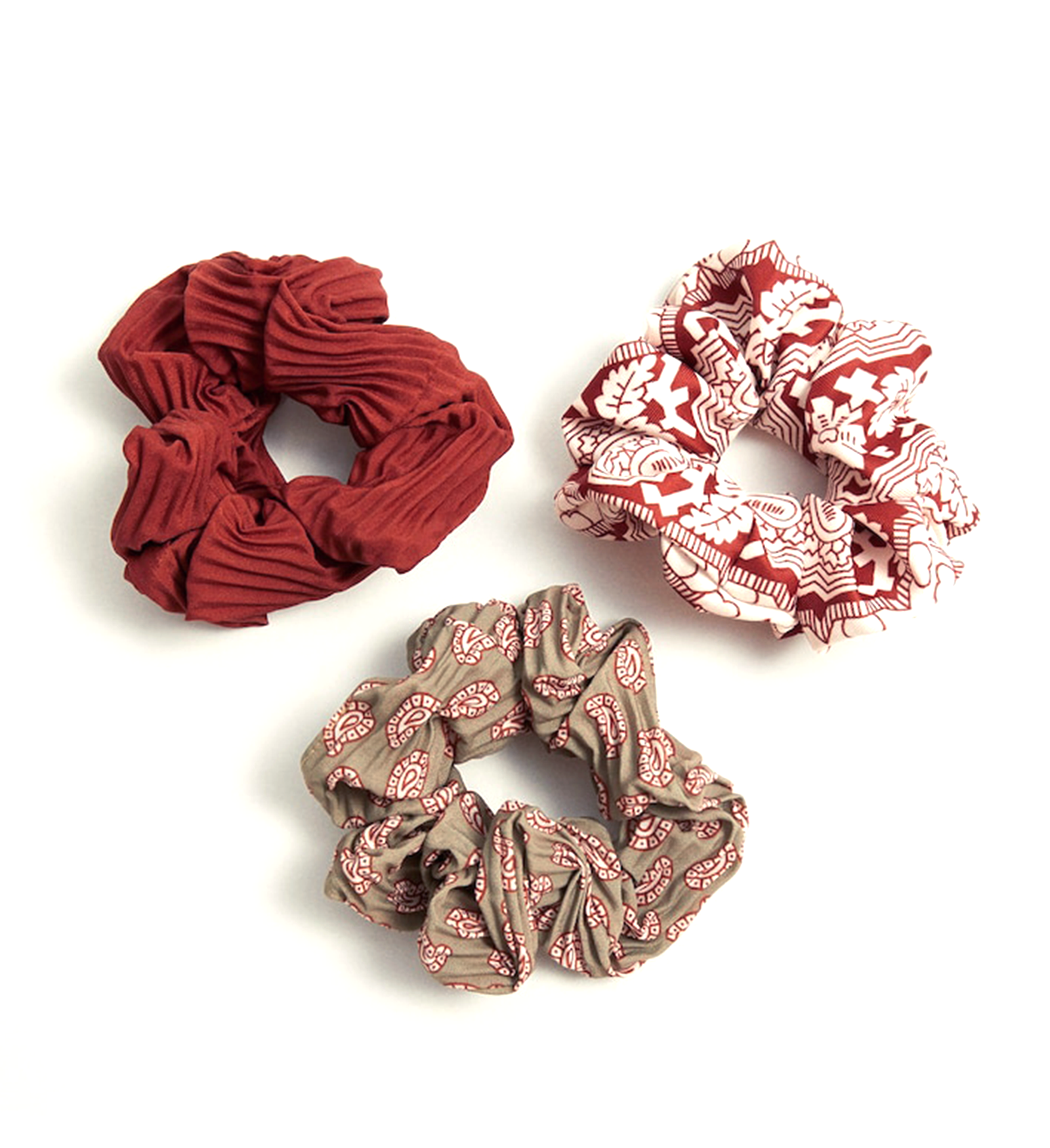 JF19_INT13_Artikel_Image_Hairstyle_Scrunchie_Revival_1600 × 1749_03.png