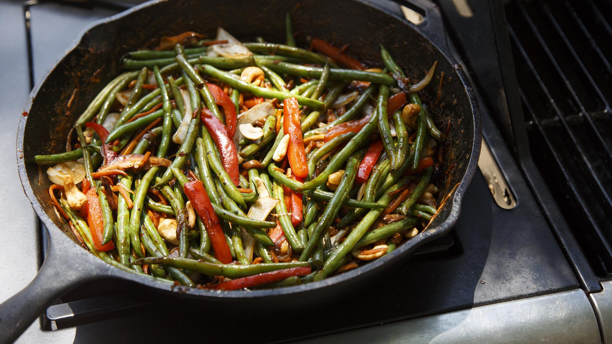 cast_iron_vegetable_stir_fry_2000x1125.jpg