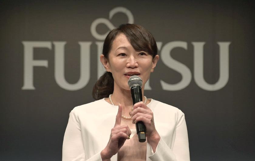 写真 : 富士通株式会社 CMO(最高マーケティング責任者) 理事 山本 多絵子